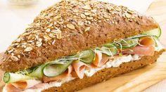Soms zie je bij de bakker of in een restaurant heerlijke broodjes waarvan je echt zou smullen. Maar er zijn ook broodjes die ontzettend lekker zijn én heel snel te bereiden zijn. Girlscene heeft een aantal overheerlijke broodjes uitgekozen om van te smullen!
