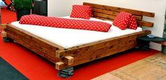Ein Bett aus Altholz, das Alpenbett