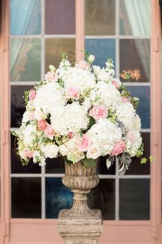 Floral Arrangement in Ivory and Pink   photography by http://hunterryanphoto.com