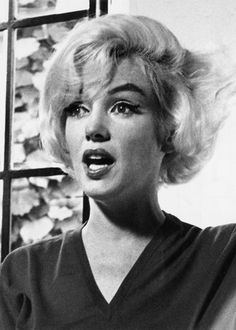 Allan Grant - Marilyn Monroe - July 1962 - at her Brentwood home during an interview with Richard Meryman for LIFE Magazine - say it, girl ! Old Hollywood Theme, Vintage Hollywood, Hollywood Stars, Classic Hollywood, Marilyn Monroe Photos, Marylin Monroe, Anna, Norma Jeane, Life Magazine