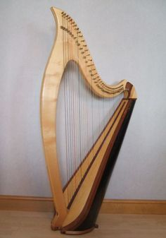 I love the shape of this lever harp. And the blend of woods.