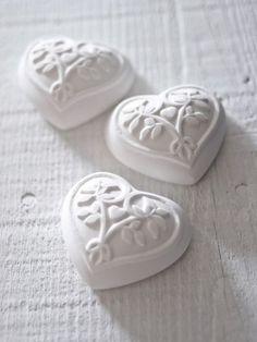 tres corazones blancos de dulce