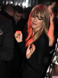 Taylor Swift dancing
