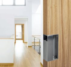 Are you looking to brighten up a dull room and searching for interior design tips? One great way to help you liven up a room is by painting and giving it a whole new look. Sliding Door Handles, Knobs And Handles, Door Pulls, Sliding Doors, Barn Doors, Interior Design Programs, Interior Design Tips, Knotty Alder Doors, Discount Interior Doors