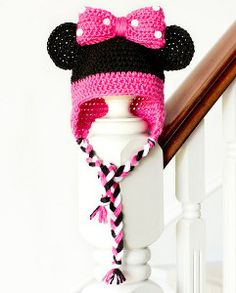 Minnie Mouse Inspired Baby Hat Crochet Pattern via Hopeful Honey . Found a Minnie Mouse themed old box. Crochet Baby Hat Patterns, Crochet Baby Hats, Crochet Beanie, Cute Crochet, Crochet For Kids, Crochet Crafts, Crochet Projects, Knitting Patterns, Knit Crochet