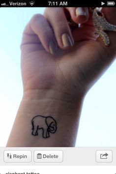 Little elephant tattoo - Tattoos and Tattoo Designs Little Elephant Tattoos, Cute Elephant Tattoo, Little Tattoos, Elephant Outline, Animal Outline, Elephant Design, Rosen Tattoo Klein, Herz Tattoo Klein, Boys With Tattoos