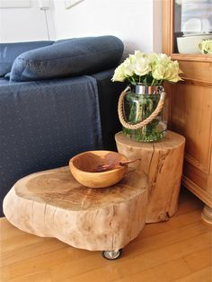 made a sturdy wooden table on wheels by Marianne Etienne