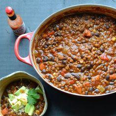 Black Bean and Lentil Chili | @tasteLUVnourish | #chili #blackbean #lentil #vegetarian #vegan