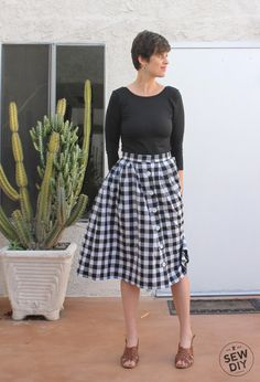 DIY Tutorial – Pleated Button Front Skirt — Sew DIY http://www.sewdiy.com/blog/2015/4/30/diy-tutorial-pleated-button-front-skirt