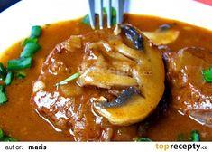 Hovězí na žampionech recept - TopRecepty.cz Czech Recipes, Ethnic Recipes, Goulash, Thai Red Curry, Pork, Beef, Cooking, Red Peppers, Kale Stir Fry
