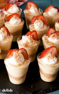 Strawberry Shortcake Pudding Shots Are Perfect For Summer Köstliche Desserts, Delicious Desserts, Dessert Recipes, Yummy Food, Pudding Shots, Pudding Shot Recipes, Flan, Strawberry Shortcake Recipes, Cooking