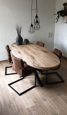 Ovale oud eiken eettafel - - in 2020 Dinning Room Tables, Oak Dining Table, Dining Room Design, Rustic Wood Furniture, Home Furniture, Home Living Room, Living Room Decor, Home Decor, Bacchus