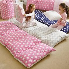 Bed in a Bag..USE A TWIN SHEET.. SEW FIVE POCKETS.. LEAVE ONE SIDE OPEN TO PUT IN PILLOWS ..REWASHABLE :)