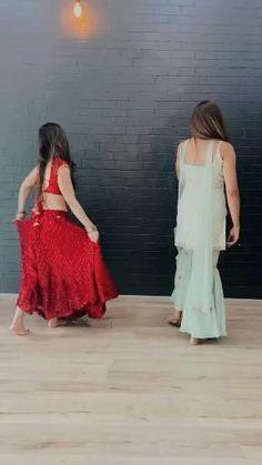 Ballet Dance Videos, Girl Dance Video, Dance Choreography Videos, Beautiful Girl Dance, Beautiful Girl Image, Indian Wedding Songs, Girls Kurti, Friends Video, Wedding Dance Video
