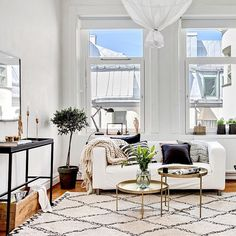 Airy, cosy living room, white sofa (bjurfors.se)