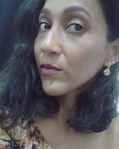 Tem (vídeo novo no canal) com dicas de como dar um up no look com camiseta + jeans com acessórios. Link clicável na Bio! 😍🙌 #fashion #moda #look #like #youtube #jeans #video #yt #photography #femme #girl #personalstylist #hair #makeup #batom #lipstick #selfie #bonnuit #boanoite