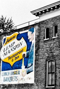 #Lemp #Mansion backlot 2. #gemcitynoir #monochrome #arte #streetphotography #fotografia #STL #urban #colour #noir Ƞ