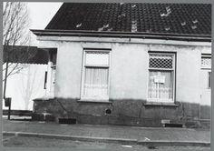 Beschrijving  Zaandam. Zuiddijk 273. Affiche in raam geeft aan woning te koop 075-172655. Datering voorstelling  1984