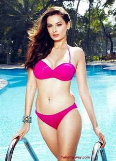 Bollywood Hot & Sizzling Actresses In their Sexy Bikini Looks- Evelyn Sharma, Surveen Chawla, Kareena Kapoor, Bipasha Basu, Anushka Sharma, ...
