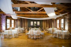 Airy and clean - wedding reception at the Huguenot Loft by B&R Events