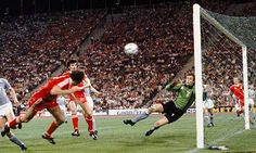 May Trevor Francis breaks Malom hearts when head the winner for Nottingham Forest in the European Cup Final. Trevor Francis, Nottingham Forest Fc, American Football League, Nostalgic Images, Class Games, European Cup, Chelsea Football, Visual Texture, Sports Party