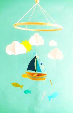 Mobile bébé 25x60cm Bateau et nuages en papier Eco responsable Cadeau de naissance Cadeau personnalisé Décor de chambre Baby shower.