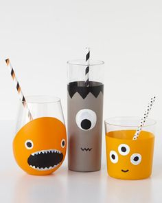 Make sure your home is the spookiest on the block, may it be inside or outside, with these great Halloween projects and crafts. We also have projects and crafts for haunting parties and Halloween costumes for the whole family. Halloween 2018, Diy Halloween, Halloween Projects, Halloween Party Decor, Holidays Halloween, Halloween Costumes For Kids, Happy Halloween, Halloween Table, Bricolage Halloween