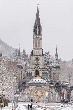 Basilique Notre-Dame-du-Rosaire de Lourdes (1883-1889). Romano-byzantin. Lourdes, Hautes Pyrénées, France.