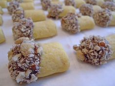 The lady of the biscuits: Funghetti Italian Cookie Recipes, Italian Cookies, Best Cookie Recipes, Mini Desserts, Cookie Desserts, Dessert Recipes, Italian Christmas Cookies, Christmas Baking, Biscotti Cookies