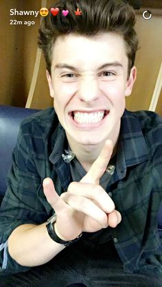 Shawn mendes snap chat discovered by jessica on We Heart It Shawn Mendes Snapchat, Shawn Mendes Cute, Shawn Mendes Imagines, Zayn Malik, Niall Horan, Liam Payne, Louis Tomlinson, Fangirl, Shawn Mendes Wallpaper