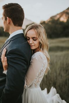 The pure magic of a first look | Image by Autumn Nicole Photography