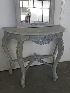 Annie Sloan Chalkpaint.  Old White en Paris Grey. Dry Brush met Graphite