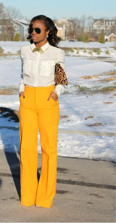 Black Girls Killing It: such a sexy outfit, yellow pants, white shirt + leopard print clutch Traje Casual, Professional Attire, Business Professional, Mode Vintage, Work Attire, Casual Attire, Mode Inspiration, Work Fashion, Dress Fashion