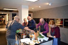 Hier seht ihr wieder ein paar Fotos von unserem vergangenen Kochkurs mit Tobias Mucha.  Ihr möchtet selber auch einmal an einem Kochkurs teilnehmen? Dann habt ihr am 23. November noch eine letzte Chance in diesem Jahr. Alle Infos findet ihr wie immer hier: http://www.moebelmayer.de/index.php?Kochkurse-mit-Tobias-Mucha