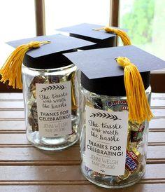 25 Fun Graduation Party Ideas #Graduation #ideas #Party Grad Party Favors, Graduation Party Planning, Party Gift Bags, Graduation Party Decor, Graduation Ideas, Graduation Pictures, Graduation Gifts, Outdoor Graduation Parties, College Graduation Parties