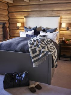 Bedroom Design Ideas – Create Your Own Private Sanctuary Luxury Cabin, Log Bedroom, Cottage Style Interiors, Cabin Bedroom, Chalet Interior, Cabin Interiors, Chalet Design, Home, Cottage Bedroom