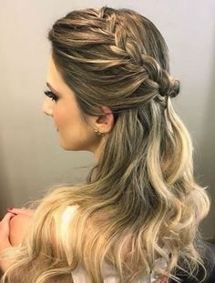 braid and bun with weave hairstyles hairstyles images hairstyles for 8 year olds hairstyles with bangs hairstyles with jewelry braid hairstyles to easy braided hairstyles Prom Hairstyles All Down, Hairstyles With Bangs, Braided Hairstyles, Wedding Hairstyles, Teenage Hairstyles, Hairstyles Pictures, Hairstyles Videos, Hairstyles Men, Homecoming Hairstyles