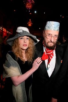 Scheidung und Verlobung  Zuletzt geriet Fuchs durch seine Scheidung von seiner seit 30 Jahren getrennt lebenden Ehefrau Eva und der anschließenden Verlobung mit seiner Muse Uta Saabel sowie einen Kunstdiebstahl aus einem Depot in die Schlagzeilen.