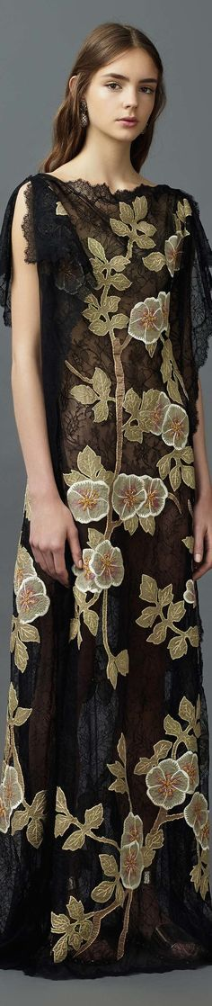 Valentino Resort 2017 Fashion Show - Vogue Fashion Week, Fashion 2017, Love Fashion, Runway Fashion, High Fashion, Fashion Show, Fashion Design, Womens Fashion, Valentino 2017