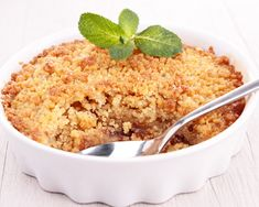 The humble Apple Crumble, always a hit for dessert time. I love the crumble I could eat that all by itself, but so that I get my serve of fruit for the day, I do eat the apples as well! Rhubarb And Apple Crumble, Apple Crumble Recipe, Desserts With Biscuits, Ww Desserts, Ww Recipes, Cooking Recipes, Healthy Recipes, Food Porn, Dairy Free Diet