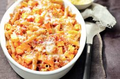 Heerlijk warm gerecht voor zo'n echte druilerige herfstavond - Ovenpasta met pompoen - Recept - Allerhande