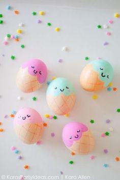 40 creatieve ideeen voor het versieren van paaseieren. Waaronder deze ijsjes-eitjes! Cuteness overload op de paastafel gegarandeerd. // via House Beautiful