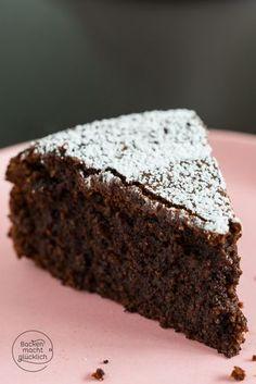 Extrem saftiger Schokoladenkuchen ohne Mehl und Nüsse - der Kern ist wunderbar schokoladig und feucht!   http://www.backenmachtgluecklich.de
