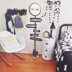 Mocka's Stop Light Wall Sticker looks great styled by Hong from Affordable Style Files in her sons bedroom.
