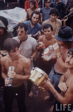 Rare Photos of Life at Woodstock Festival 1969 Woodstock Hippies, Woodstock Music, Woodstock Festival, 1969 Woodstock, Woodstock Photos, Rare Photos, Cool Photos, Amazing Photos, Rock N Roll