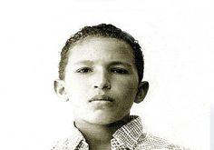 En diferentes escritos que publiqué anteriormente en otro Blog que tuve recientemente, expuse muchas razones por las cuales adherí desde la distancia a la Revolución Bolivariana deChávez. Parte de dichas referencias las incluyo en esta nota como tributo a la memoria del Comandante Presidente Chávez
