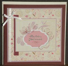 Geburtstagskarte aus hochwertigem Kartenpapier mit dekorativen Elementen aus verschiedenen Papieren, Schleifenband und Stickern. Die Karte wurde in Handarbeit gefertigt.
