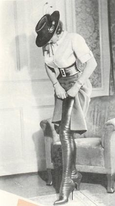 Erotic vintage woman in thigh high boots Vintage Heels, Vintage Boots, Vintage Glamour, Vintage Ladies, Vintage Woman, Crotch Boots, Erotic Photography, Black N White, Thigh High Boots