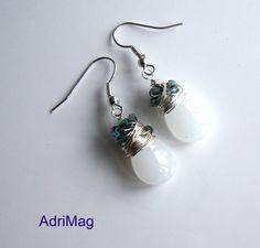 Boucles d'oreille goutte blanche et perles en cristal vertes