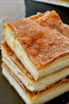 These crispy, creamy Sopapilla Cheesecake Bars are the BEST and EASIEST recipe! This foolproof recipe is so simple to make and tastes amazing! Köstliche Desserts, Delicious Desserts, Dessert Recipes, Yummy Food, Plated Desserts, Cake Recipes, Sopapilla Cheesecake Bars, Sopapilla Recipe, Crescent Roll Cheesecake